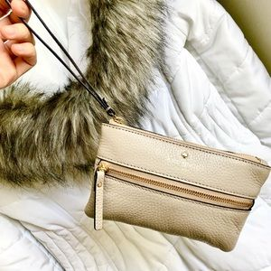 KATE SPADE⚡️Taupe Pepper Leather Wristlet/Clutch